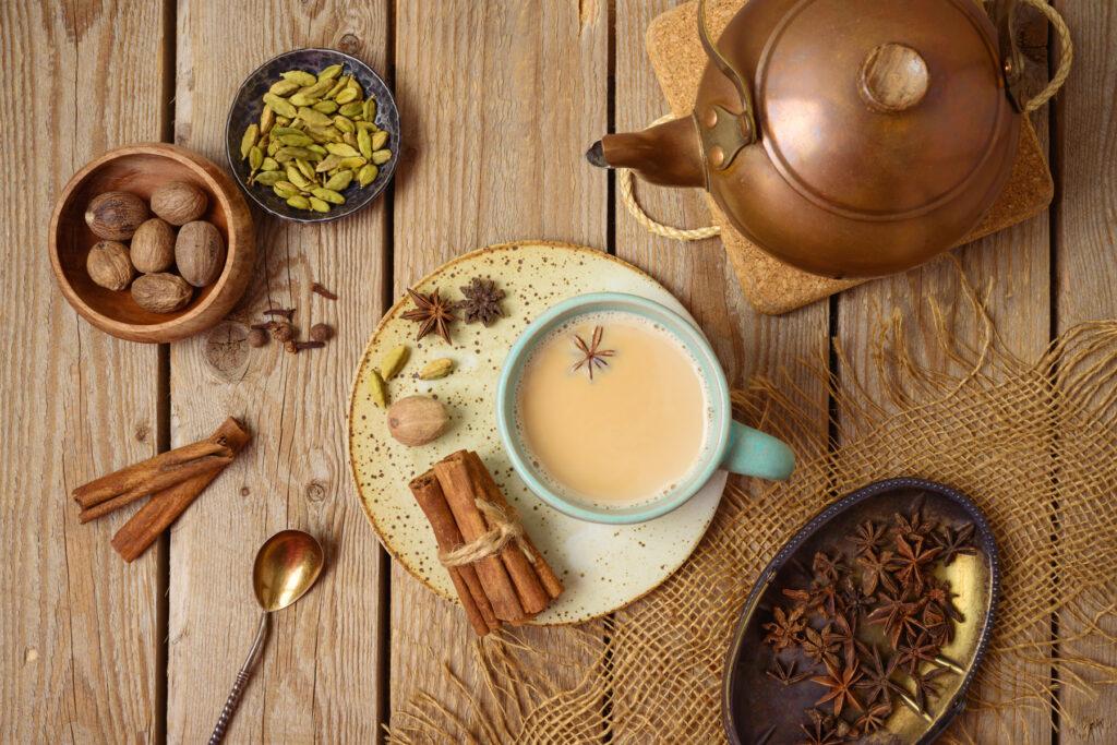 Čaj masala se většinou servíruje s mlékem